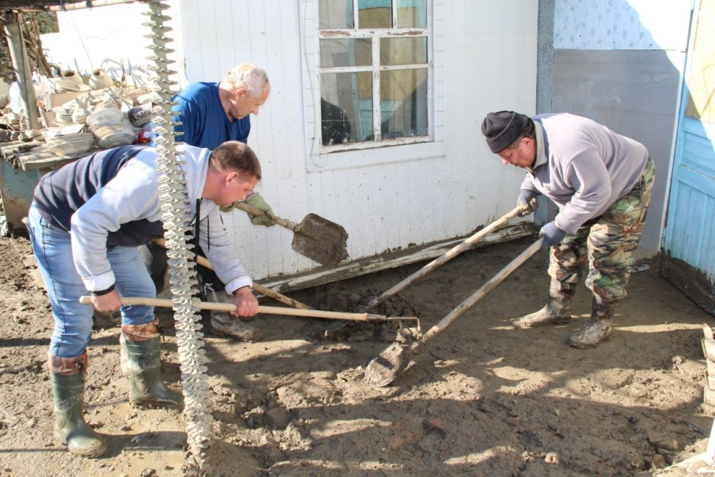 Помощь пострадавшим от наводнения в Апшеронском районе Краснодарского края. Резник С.